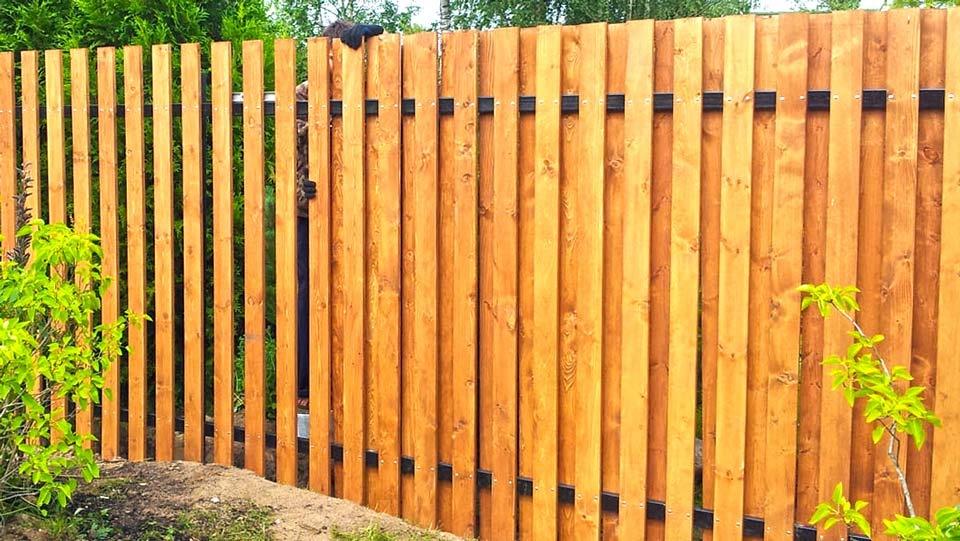 Забор из дерева: экологично и практично