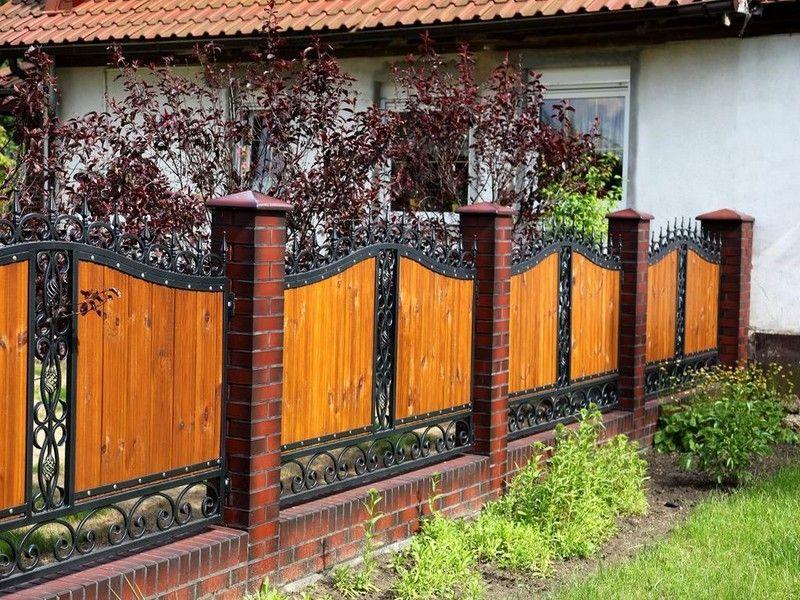 Кованый забор с кирпичными столбами: плюсы и нюансы монтажа